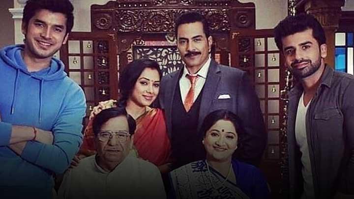 Anupama-loves-her-family-Vanraj-disrespect-her