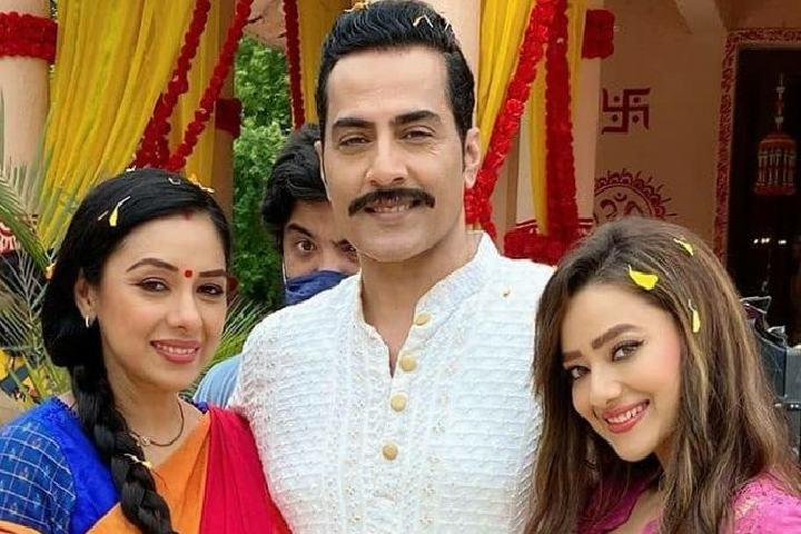 Anupamaa-Vanraj-propose-Anupama-for-re-marriage