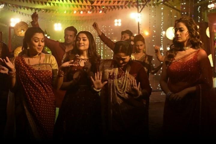Anupama-Shah-family-celebrates-Holi-Kavya-jealous