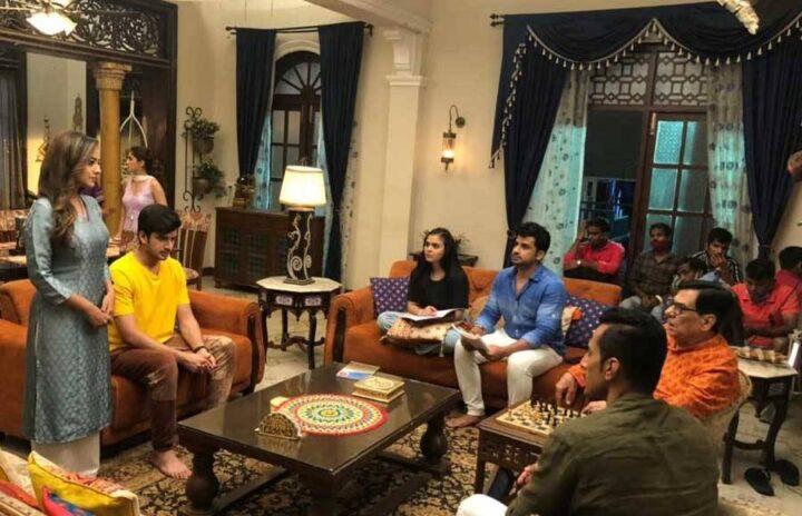 Anupama: Kavya insults Vanraj infront of Shahs; Vanraj regrets