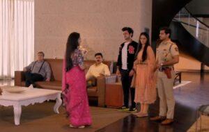 GHKKPM: Mohit unfolds Pakhi's ugly face before Virat