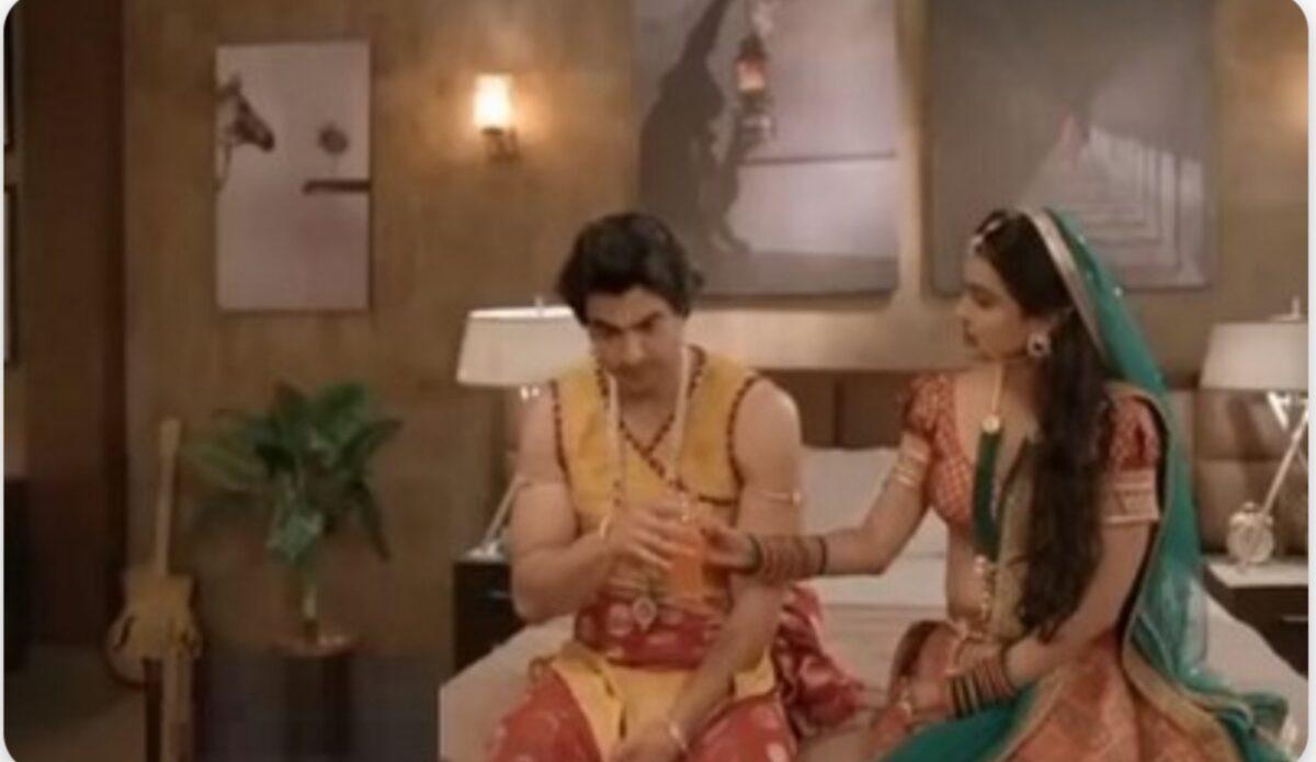 Imlie: Malini intoxicates Aditya, gets intimate; Imli shocked