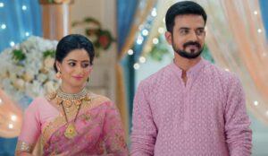 GHKKPM: Pakhi burns her saree to grab Virat's attention